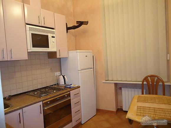 Комфортная квартира в центре, 2х-комнатная (13836), 009