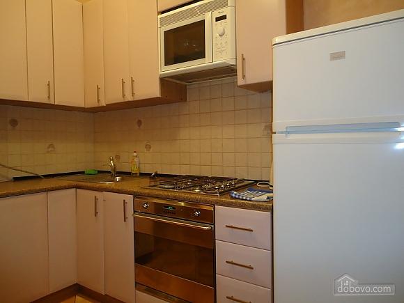 Комфортная квартира в центре, 2х-комнатная (13836), 010