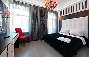 Top floor street view double room with shower and balcony, Studio, 001