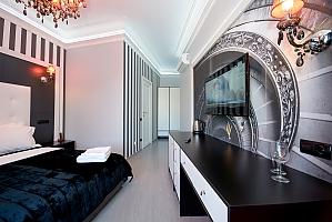Кімната для двох на верхньому поверсі з видом на вулицю і з душем, 1-кімнатна, 002