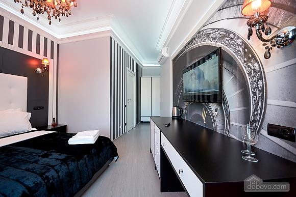 Top floor street view double room with shower, Studio (82703), 002