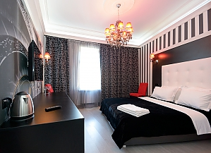Кімната для двох на верхньому поверсі з видом на вулицю і з душем, 1-кімнатна, 004