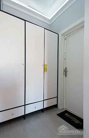 Top floor street view double room with shower, Studio (82703), 008