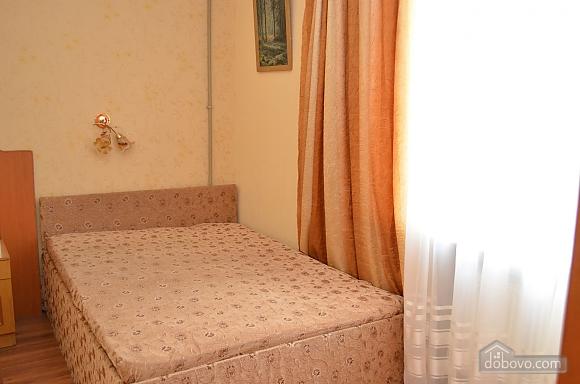 Квартира возле парка им. Ленина, 3х-комнатная (82900), 005