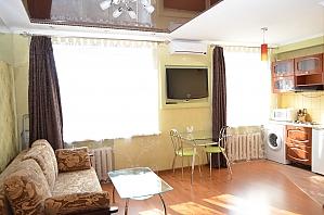 Apartment on Ushakova, Studio, 004