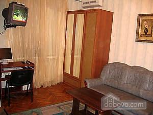 Between Metro Station Kreschatyk and Golden Gates, Studio (61768), 003