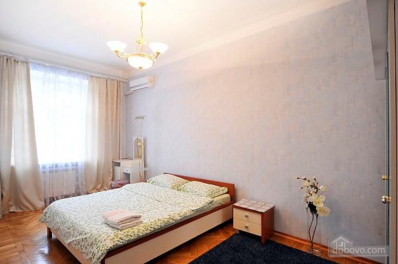 В центрі Києва, 2-кімнатна (41362), 003