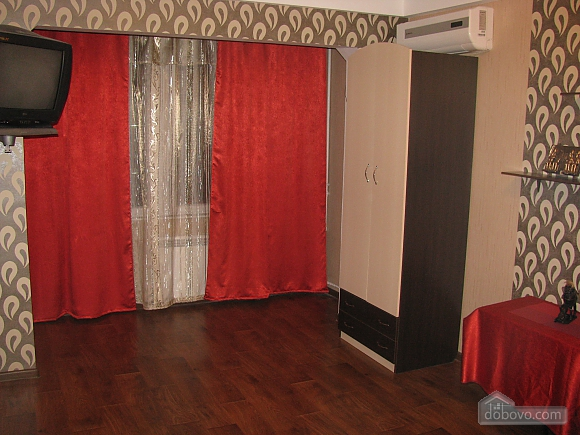 Near metro station and attraction center, Studio (42350), 002