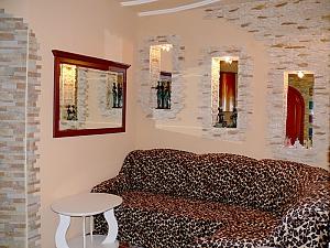 Apartment on Ushakova, One Bedroom, 002