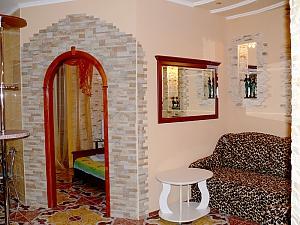 Apartment on Ushakova, One Bedroom, 003