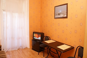 47 Zhukovskoho, Studio, 004