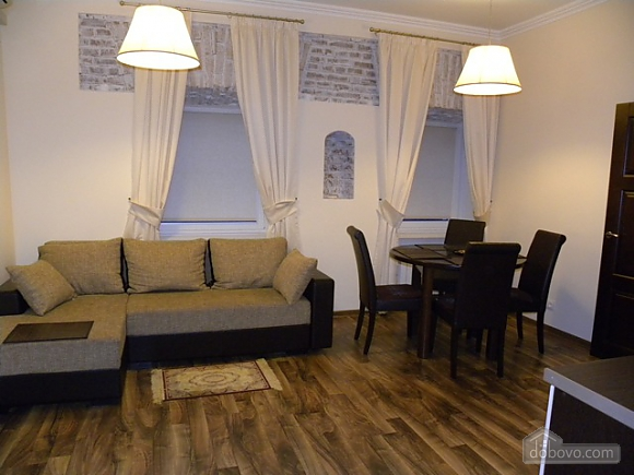 Квартира в центре столицы, 2х-комнатная (91733), 003