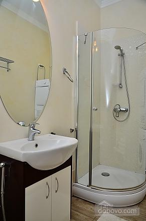 Квартира в центре столицы, 2х-комнатная (91733), 005