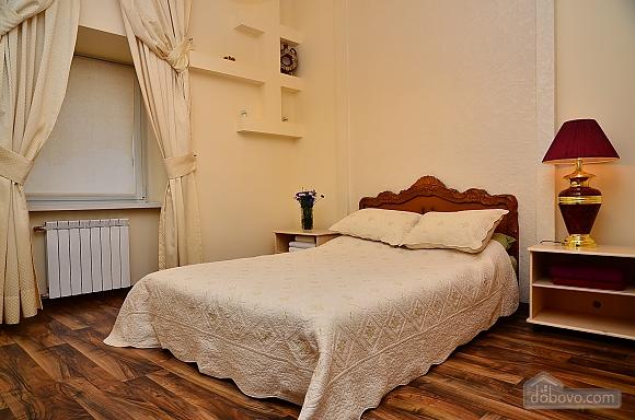 Квартира в центре столицы, 2х-комнатная (91733), 008