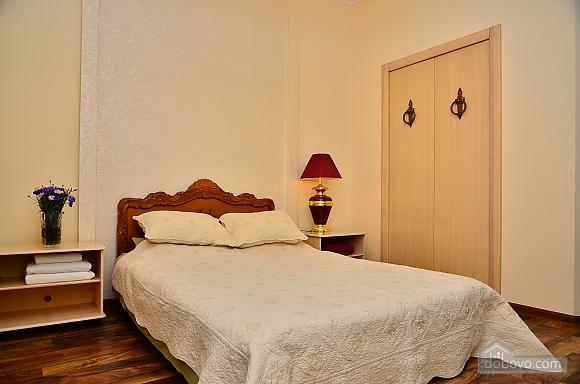 Квартира в центре столицы, 2х-комнатная (91733), 001