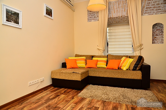 Квартира в центре столицы, 2х-комнатная (91733), 009