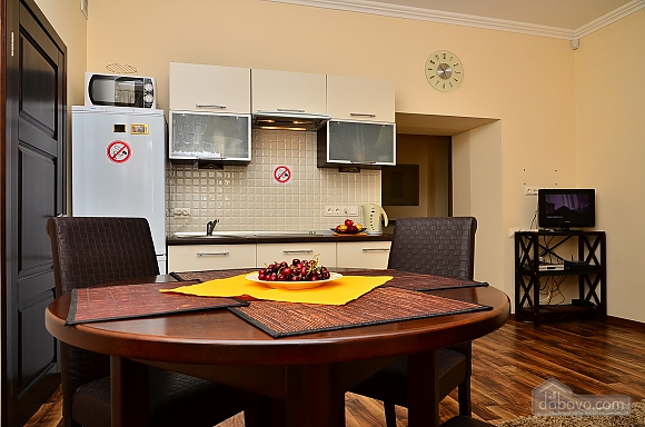 Квартира в центре столицы, 2х-комнатная (91733), 011