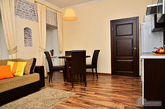 Квартира в центре столицы, 2х-комнатная (91733), 002