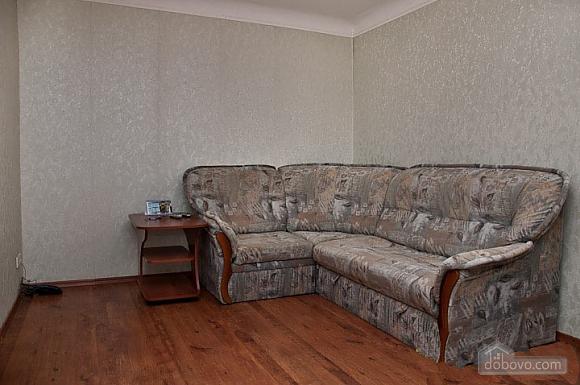 Apartment in Svyatoshyno District, Una Camera (48613), 002