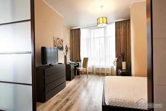 Квартира поряд із центром та Аркадією, 3-кімнатна (94436), 001