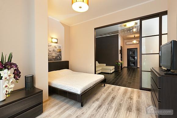 Квартира поряд із центром та Аркадією, 3-кімнатна (94436), 003