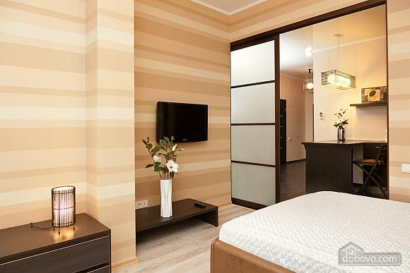 Квартира поряд із центром та Аркадією, 3-кімнатна (94436), 005