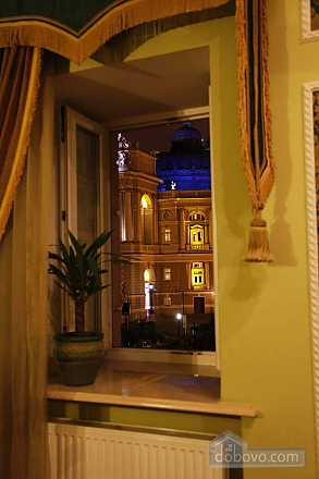 Apartment on  Deribasovskoy overlooking the Opera House, Two Bedroom (95755), 010