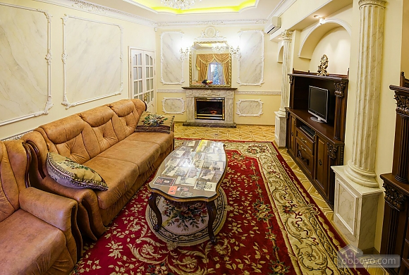 Apartment on  Deribasovskoy overlooking the Opera House, Two Bedroom (95755), 031