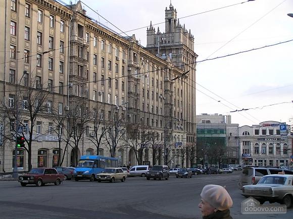 Квартира в центре возле метро Площадь Конституции, 3х-комнатная (51381), 002