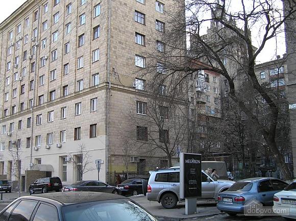 Квартира в центре возле метро Площадь Конституции, 3х-комнатная (51381), 004