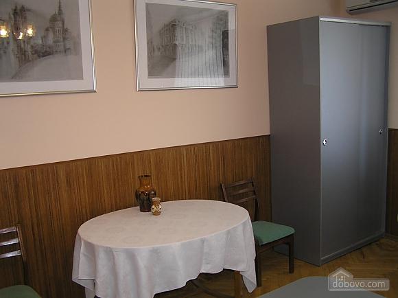 Квартира в центре возле метро Площадь Конституции, 3х-комнатная (51381), 013
