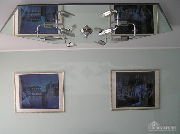 Квартира в центре возле метро Площадь Конституции, 3х-комнатная (51381), 020