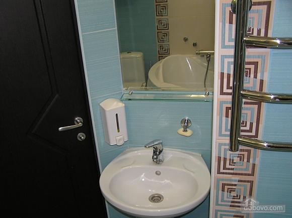 Квартира в центре возле метро Площадь Конституции, 3х-комнатная (51381), 033