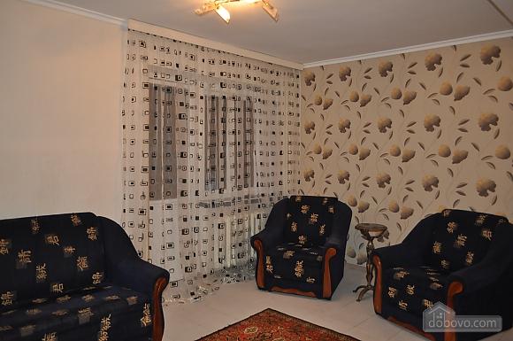 Дворец Украина, 2х-комнатная (75216), 002
