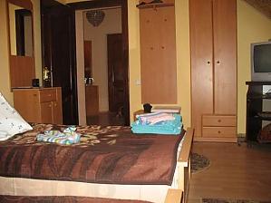 The rooms in a villa in Skhidnytsia, Monolocale, 004