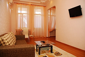 5 mins to Kreschatyk, Three Bedroom, 001