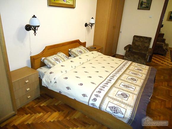 Біля Бессарабки і Хрещатика, 2-кімнатна (32952), 006