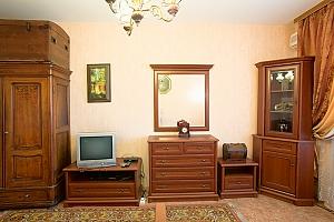 14 Mytropolyta Andriya Sheptytskoho, Studio, 003