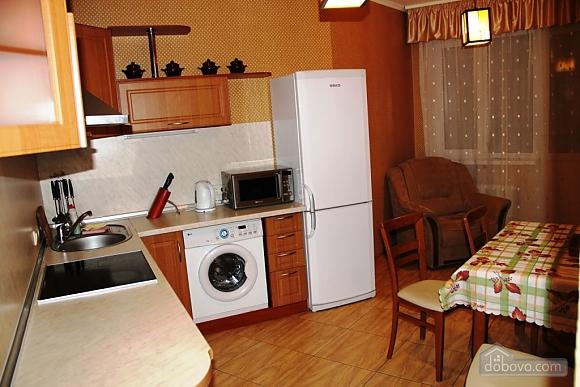Poznyaky station, Studio (57973), 002