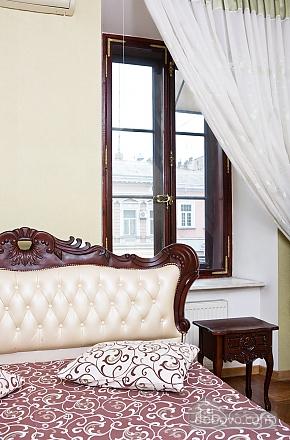 Дерибасовская - 150 метров фасадные окна 2 комнаты, 2х-комнатная (58698), 001