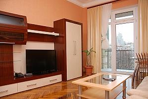 Standard on Khreschatyk - view 8 floor, Dreizimmerwohnung, 004