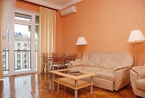 Standard on Khreschatyk - view 8 floor, Dreizimmerwohnung, 002