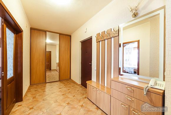 Levoberezhnaya metro station, Studio (60346), 009