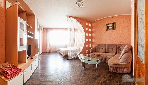 Levoberezhnaya metro station, Studio (60346), 002