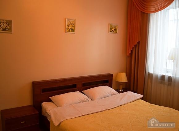 European Square, One Bedroom (15709), 001