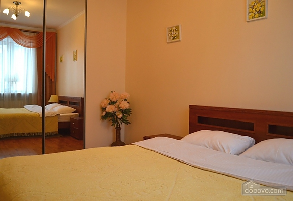 European Square, One Bedroom (15709), 004