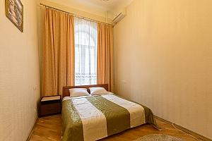 24a Mykhailivska, Un chambre, 001