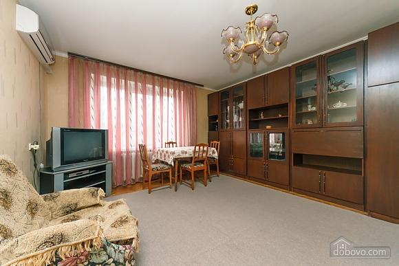 28a Lesi Ukrainky, Un chambre (38291), 002