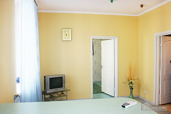 With separate bedroom, Un chambre (61005), 003