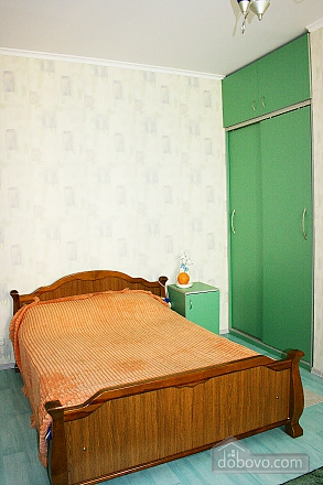 With separate bedroom, Un chambre (61005), 004